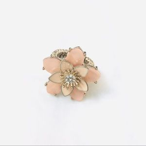 Mother of pearl & enameled flower stretchable ring